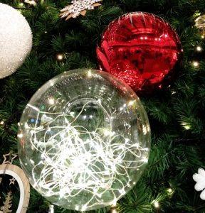 クリスマスツリーにアクリルグローブ